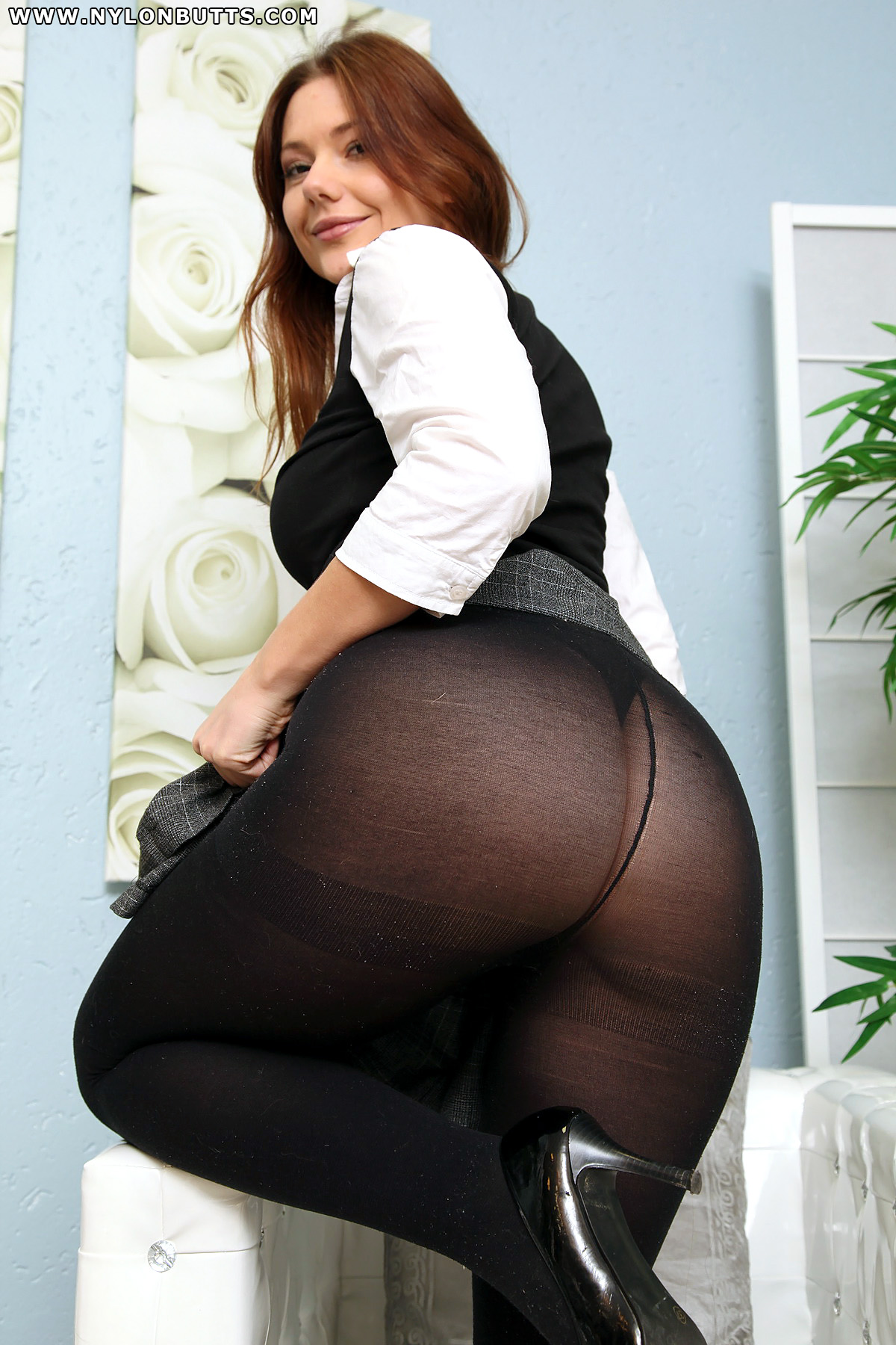 Shows Her Hot Pantyhose Ass 52